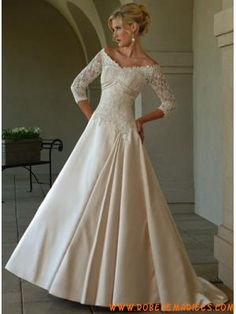 Robe A-ligne avec manches en satin ornée de broderie robe de mariée avec manches