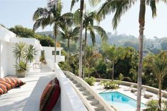 i will live with adam levine anywhere! adam levine's hollywood hills home (via architectural digest) Hollywood Hills Häuser, Viejo Hollywood, Hollywood Homes, Hollywood Undead, Hollywood California, Adam Levine House, Hollywood Studios Disney, Unique House Plans, Design Your Own Home