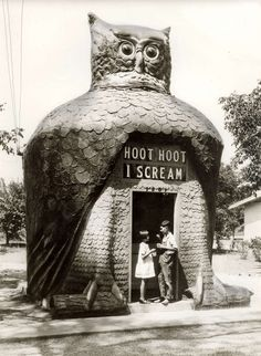 """mothgirlwings: """"mothgirlwings: """" Children enjoying ice cream at the Hoot Hoot I Scream hut in Los Angeles, CA - c. The head rotated; the eyes, made from Buick headlamps, blinked; the sign: Hoot. Illustration Photo, Illustrations, Unusual Buildings, Modern Buildings, Photo Vintage, Vintage Owl, Vintage Signs, I Scream, Vernacular Architecture"""