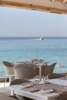 Discover a paradise by the beach in Sardinia at Falkensteiner Resort Capo Boi. A luxury resort to enjoy the perfect holidays with your family. Parks, Family Resorts, Bar Areas, Beach Bars, Beach Club, Dining Table, Home Decor, Environment, Sardinia