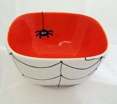 Keramik-Halloween-Bowl-Spider-Web-Design von MineByDesignStudio