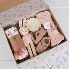 is an online baby gift box store for the modern mother and baby; with adorable linen baby clothes, beautifully curated gift boxes and cotton / bamboo blend swaddles - each perfect for a baby shower gift. Baby Gift Box, Baby Box, Regalo Baby Shower, Baby Shower Gifts, Baby Shower Gift Basket, Diy Cadeau, Crochet Bunny, Newborn Gifts, Gift Baskets