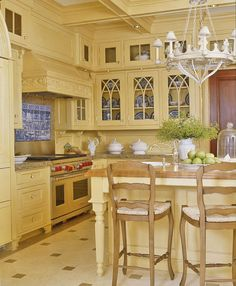 Off White Kitchen Cabinet Design Ideas for Home Ideas Even modest upgrades in order to your home can certainly create big difference in case you are trying to sell, or perhaps increase the overall importance of your own home. Off White Kitchen Cabinets, Off White Kitchens, White Kitchen Decor, Kitchen Cabinet Design, Country Kitchen, New Kitchen, Home Kitchens, Kitchen Ideas, Yellow Kitchens