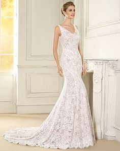 The Danubio gown has a stunning all over lace design with seam lines that direct the eye in and create an amazing figure. Designed and made in Barcelona by the Novia D'Art