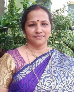 Aunty Desi Hot, Beautiful Women Over 40, Aunty In Saree, Indian Village, Indian Beauty Saree, India Beauty, Saree Collection, Beauty Women, Faces