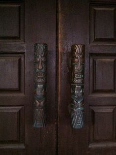 These are the door pulls of my round retro tiki dentist's office! yes i have a round house and my dentist's office is round too! authentically vintage and seem to be copper. sarah g (roundhouse) Tiki Art, Tiki Tiki, Tiki Bar Decor, Tiki Totem, Tiki Lounge, Door Handles, Door Pulls, Retro Home Decor, Surf