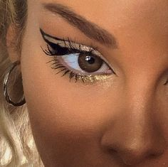 Whenever you do eye makeup, make your eyes look brighter. Your eye make-up ought to make your eyes stand out among the other functions of your face. Edgy Makeup, Makeup Eye Looks, Eye Makeup Art, Cute Makeup, Makeup Goals, Pretty Makeup, Skin Makeup, Makeup Inspo, Makeup Inspiration