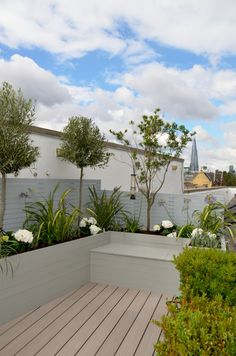Modern garden design roof terrace tower bridge grey hardwood screen raised beds and seat composite decking contemporary planting garden designer design london chelsea fulham docklands river