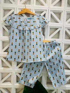 Cotton Frocks For Kids, Frocks For Girls, Dresses Kids Girl, Little Girl Outfits, Kids Outfits Girls, Toddler Outfits, Night Suit For Girl, Fancy Dress Design, Kids Indian Wear