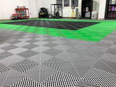 EN: Astonishing modular flooring model  RO: Pardoseala modulara cu model inedit Service Auto, Flooring, Contemporary, Rugs, Home Decor, Atelier, Farmhouse Rugs, Decoration Home, Room Decor