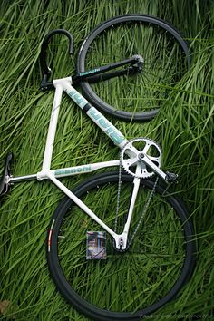 Bianchi Pista Concept for & Velo Design, Bicycle Design, Road Bikes, Cycling Bikes, Bmx, Urban Cycling, Fixed Gear Bicycle, Bike Style, Bike Art