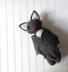 Gris , Murciélago de felpa juguete por WildRabbitsBurrow