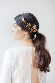 Wedding Hair Down Jannie Baltzer 2017 collection of ethereal and magical bridal headpiece and accessories - Jannie Baltzer Copenhagen - A 2017 Collection Of Delicate, Nature Inspired Couture Bridal Headpieces Pigtail Hairstyles, Headband Hairstyles, Down Hairstyles, Wedding Hairstyles, Romantic Wedding Hair, Wedding Hair Down, Boho Wedding, Boho Headpiece, Bridal Headpieces