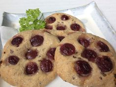 Natural yeast grape bread! The baked grapes smell amazing! No sugar or dairy added! 天然酵母ぶどうぱん。焼き立ての生のぶどうの甘い匂いがいいですね。砂糖、乳製品不使用。