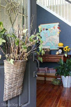 Fall Entryway With Navy And Yellow - Welcome family with a beautiful door basket and get ideas on displaying vintage and classic decor. Fall Home Decor, Autumn Home, Vintage Walls, Vintage Decor, Navy Accent Walls, Autumn Interior, Fall Entryway, Fall Door Decorations, Welcome Fall