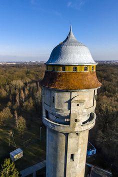 Zabytkowa Wieża Ciśnień Leśnica we Wrocławiu