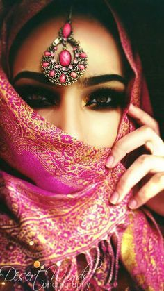 New eye makeup bridal indian exotic beauties 17 Ideas Arabian Eyes, Arabian Makeup, Arabian Beauty, Beautiful Eyes, Beautiful People, Beauty And Fashion, Pink Fashion, Hijab Fashion, Arab Women