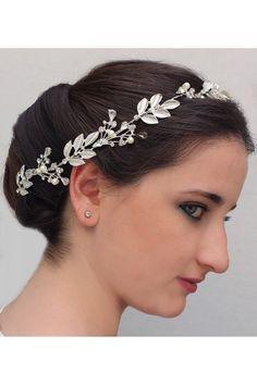 Simplicty Garcia Romatik Gelin Tacı ile tarzını ve şıklığını tamamla, modayı keşfet. Birbirinden güzel Taç modelleri Lidyana.com'da!