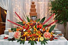 Sweet chocolate fountain from www.chocolicious.ro