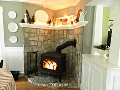I like this wood stove arrangement - and wood stoves are more eco and efficient than open fire places - Decoration for House Wood Stove Surround, Wood Stove Hearth, Corner Wood Stove, Kitchen Corner, Corner Mantle, Home Goods Decor, Home Decor, Pellet Stove, Rooms For Rent