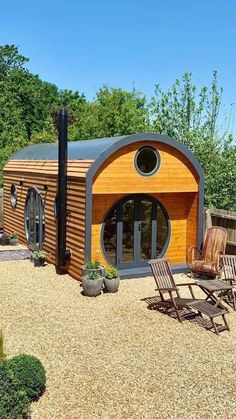 Tiny House Cabin, Tiny House Living, Tiny House Plans, Small Cottage Homes, Small Homes, Cabins And Cottages, Small Cabins, Cabin In The Woods, Small House Design