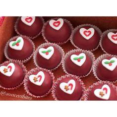 Red velvet cakepops dipped in red velvet candy melts. For recipes, ideas & more follow me @sosweetbites on Instagram.