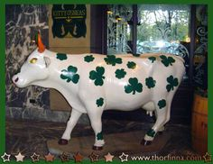 cows on parade chicago | shamrock cow one of the cows from 1999 s cows on parade it is located ...