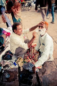 A close shave India Street, Mother India, Unity In Diversity, Indian Architecture, Close Shave, Blue City, India People, Working People, Indian Photography