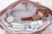 Le sac à langer cabas BEBEL est imperméable, avec tous les compartiments pour lingettes, couches, biberons...