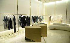Italian brand Krizia joins forces with Vincenzo De Cotiis for a stark new store blueprint Retail Me, Retail Shop, Vincenzo De Cotiis, Fashion Wallpaper, Wallpaper Magazine, New Shop, Architecture, Decoration, Wardrobe Rack