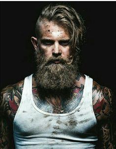 Diseño de #barbas en http://es.pinterest.com/SantanaHairArt/beards-moustaches/