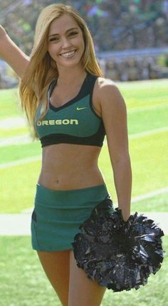 Top 10 Hottest College Squads - College Cheer friends For the Cute Cheer Pictures, Cheerleading Pictures, Cheerleading Workouts, Cheerleading Uniforms, College Cheerleading, Senior Pictures, Oregon Cheerleaders, Hottest Nfl Cheerleaders, Football Cheerleaders