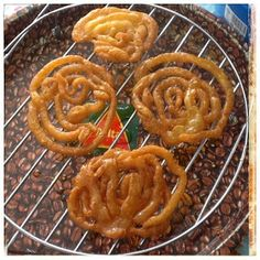 Jalebi Churro, Onion Rings, Chai, Food And Drink, Ethnic Recipes, Candy Stations, Candy Buffet, Cookies, Food Cravings