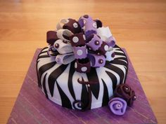 A purple version of a zebra cake so popular for the teenagers! This marble cake and chocolate ganache was all covered with fondant. I love making big bows! Birthday Cakes For Men, Zebra Birthday Cakes, Fondant Cakes, Cupcake Cakes, Cupcakes, Zebra Print Cakes, Zebra Cakes, Cakes For Teenagers, Sweet 16