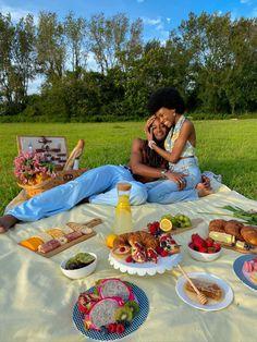 Picnic Date, Summer Picnic, Fall Picnic, Beach Picnic Foods, Family Picnic Foods, Summer Aesthetic, Aesthetic Food, Comida Picnic, Cute Date Ideas