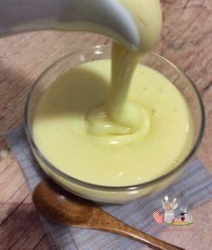 Homemade Condensed Milk and the Diet Version - Ingredients: 1 cup of powdered milk (used nest), 1 cup of sugar, 1 tbsp of butter, ½ cup of boiling water. Homemade Condensed Milk, Sweet Recipes, Cake Recipes, Menu Dieta, Lose Fat Fast, Food Decoration, I Love Food, Dips, Food And Drink