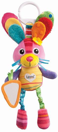 Lamaze Konijntje Bella van TOMY houd je kleintje uren bezig. Bella heeft oren van verschillende stoffen, zachte geknoopte benen, en een leuke wortel spiegeltje, en een piepertje om te ontdekken. Bella heeft ook een makkelijke haak om makkelijk te bevesigen aan autostoeltjes, kinderwagens en kinderstoelen. Leuke stoffen van verschillende textuur en patronen zullen zelfs de kleinsten stimuleren. Alle speeltjes van Lamaze zijn niet alleen leuk en kleurrijk maar speciaal ontwikkeld voor het…
