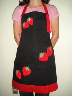 Recycled denim apron with appliqué cotton embroidery and cotton details, Cute Aprons, Retro Apron, Recycle Jeans, Sewing Aprons, Apron Designs, Creation Couture, Couture Sewing, Kitchen Aprons, Sewing Patterns
