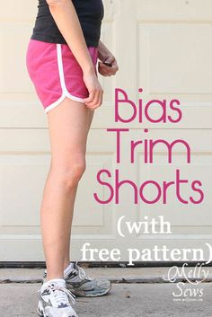 Free Pattern & tutorial ~ bias trimmed shorts for women - cute DIY running shorts. Sewing Patterns Free, Free Sewing, Sewing Tutorials, Clothing Patterns, Free Pattern, Free Shorts Pattern, Short Pattern, Pattern Sewing, Sewing Projects