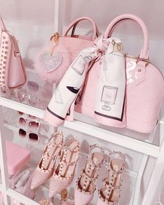 8 best gifts for her on Valentine 8 best gifts for her on Valentine's Day, which she will Pink Love, Pretty In Pink, Pink Fashion, Fashion Bags, Fashion Women, Rich Girls, Baby Pink Aesthetic, Best Gifts For Her, Pink Photo