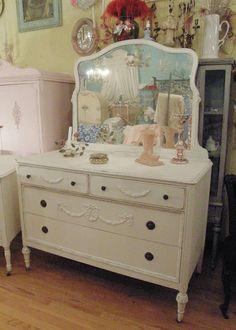 cream_dresser