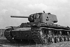 Расстрелянный советский танк КВ-1 с литой башней
