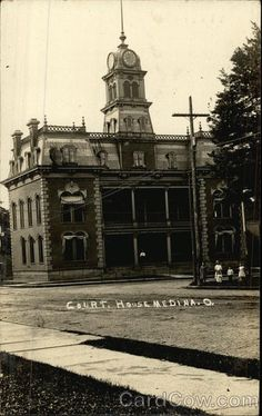 Medina County Courthouse c1907  |  Medina, Ohio
