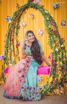Mehndi Swing & more magical ideas for your mehndi decor. See these amazing bridal seat ideas and stunning mehndi jhoola glimpses from recent real weddings! Desi Wedding Decor, Indian Wedding Decorations, Indian Weddings, Real Weddings, Carne Asada, Turquoise Clothes, Mehndi Decor, Haldi Ceremony, Mehndi Ceremony