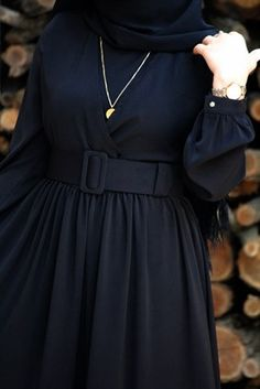 Pembe Dantel Elbise Source by elifkadriyeentr classy outfits Hijab Evening Dress, Hijab Dress Party, Hijab Outfit, Modesty Fashion, Abaya Fashion, Fashion Dresses, Hijab Mode, Abaya Mode, Muslim Women Fashion