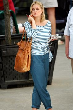 Love Drew Barrymore's bag and clothes in 'Going the Distance'!