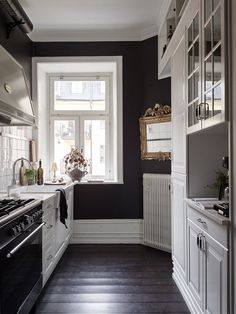 Gravity Home: Black and white kitchen in a vintage studio apartment