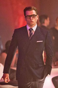 Taron Egerton addresses Wolverine rumours as he admits he would 'love to be a part of the Marvel Universe' Taron Egerton Kingsman, Eggsy Kingsman, Beautiful Boys, Gorgeous Men, Gary Unwin, Soirée James Bond, Kings Man, Film Serie, Perfect Man