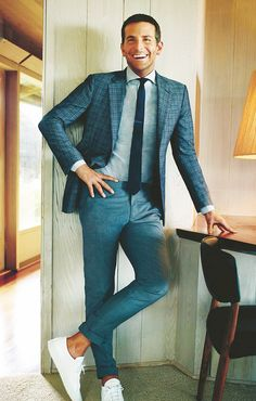 Bradley Cooper. Love this look, so casual and yet so dressy. I really appreciate all the shades of blue, too.
