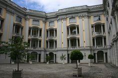 File:Residenz Ansbach Innenhof.JPG- Family history-Ansbach, Germany